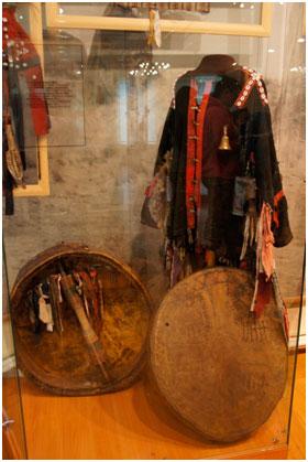 костюм шамана и бубен