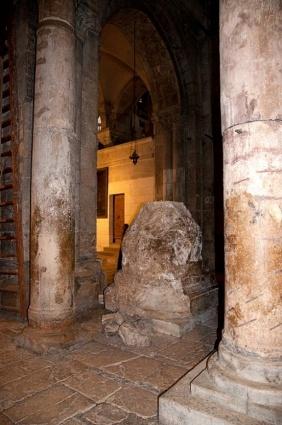 Колонна из храма Аполлона в храме Гроба Господня