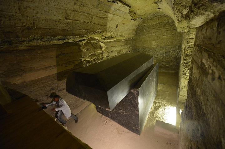 Саркофаг египта Серапеум в Саккаре