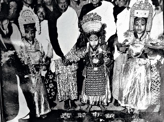 Нани Майджу из города Нагхал была Кумари с 1961 по 1969 годы. Ее появление вызывало у паломников бешеный восторг